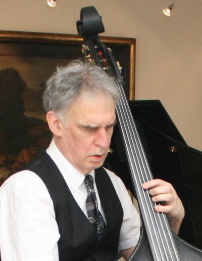 Philip Baumgarten, de contrabassist van Play it hard.