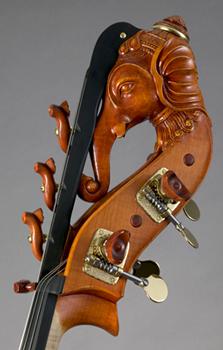 Contrabaskop van Lamario. Een olifantenkop.