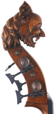 Een mythisch wezen als kop van een contrabas.