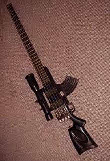 Een basgitaar in de vorm van een geweer.