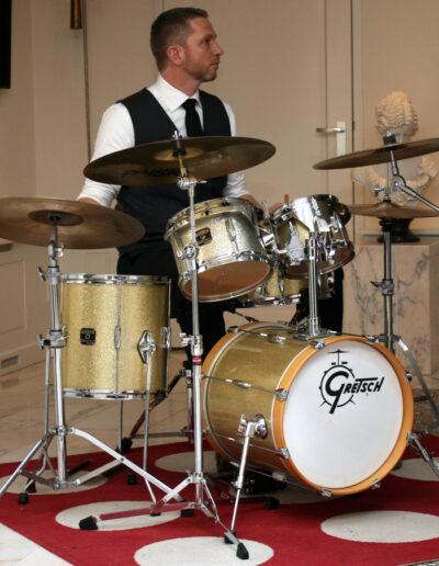 Theo Kammenga, de drummer van jazzkwintet Play it hard.