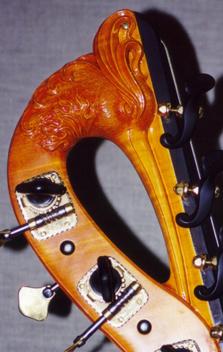 A double bass head by Lamario.